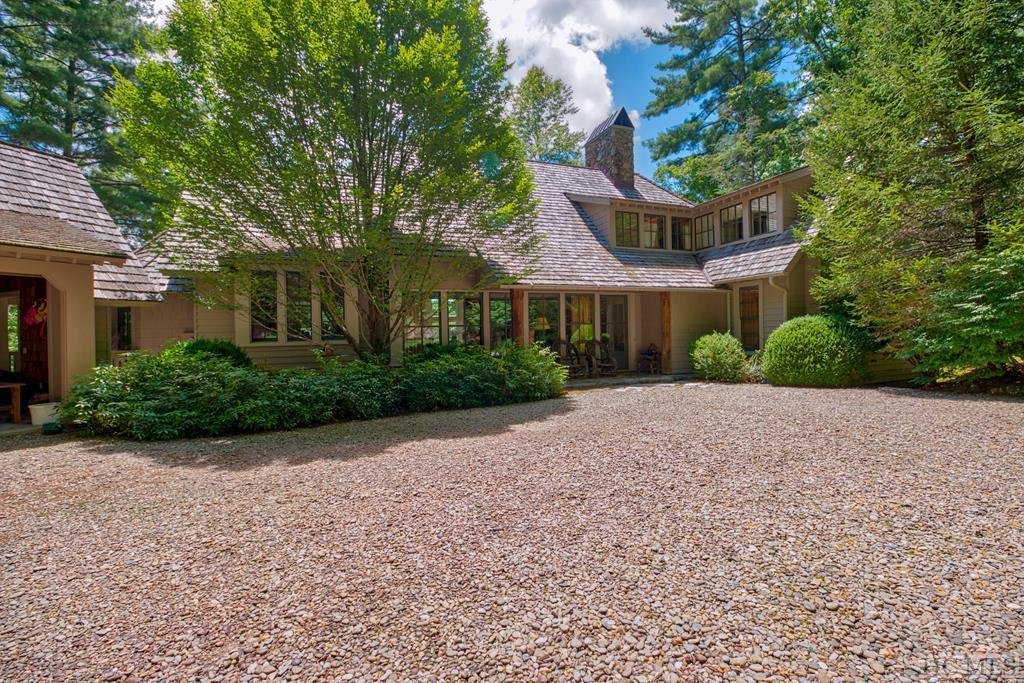 Photo of home for sale at 285 Gristmill Ridge, Cashiers NC